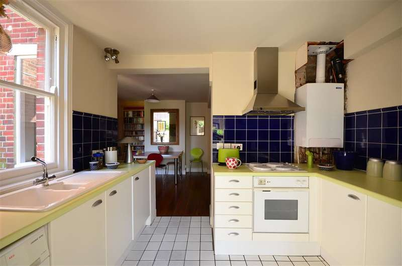 3 Bedrooms Semi Detached House for sale in Albert Road, Canterbury, Kent