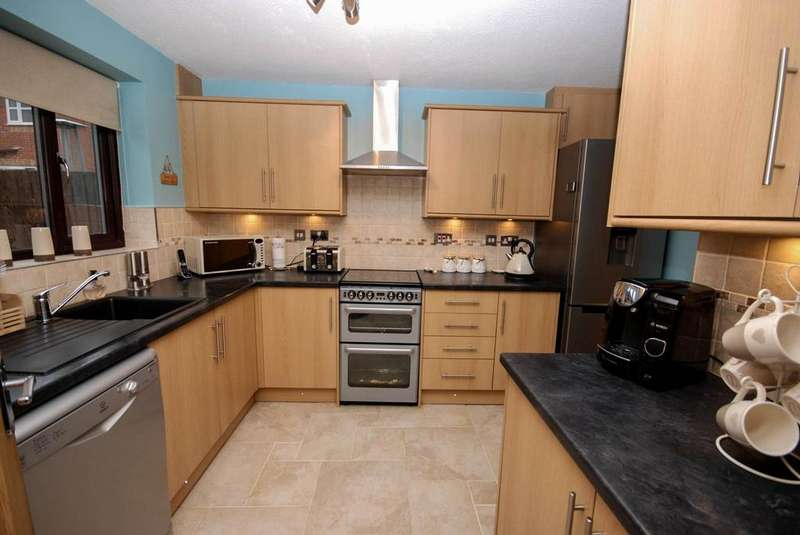 3 Bedrooms Detached House for sale in Marblet Court, Festival Park