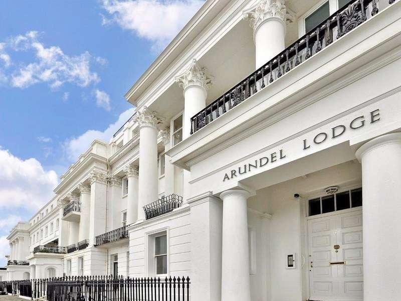 2 Bedrooms Flat for sale in Arundel Terrace Brighton BN2