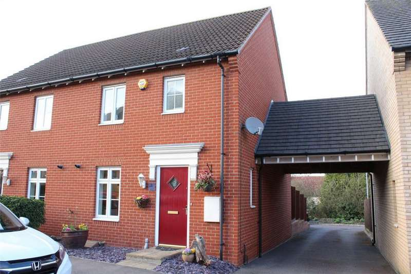 3 Bedrooms Semi Detached House for sale in Prince Charles Avenue, Stotfold, Hitchin, Hertfordshire