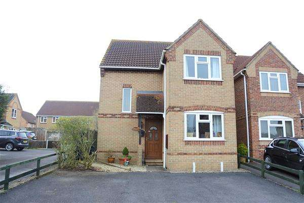 3 Bedrooms House for sale in Cherryfields, Gillingham