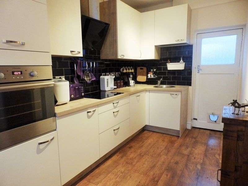 3 Bedrooms Terraced House for sale in Cricklade Road, Gorse Hill, Swindon