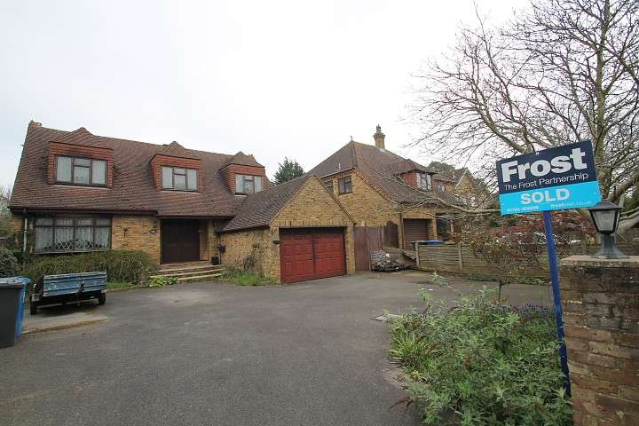 3 Bedrooms Detached House for sale in Gloucester Drive, Staines Upon Thames, TW18
