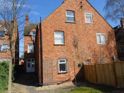 Flat for sale in Clapham Road, Bedford, Bedfordshire