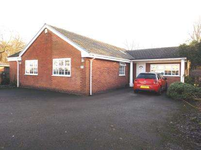 5 Bedrooms Bungalow for sale in Church Lane, Westhoughton, Bolton, Greater Manchester, BL5