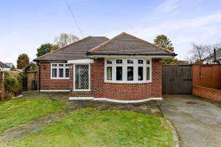 2 Bedrooms Bungalow for sale in Princes Close, Sanderstead, South Croydon, .