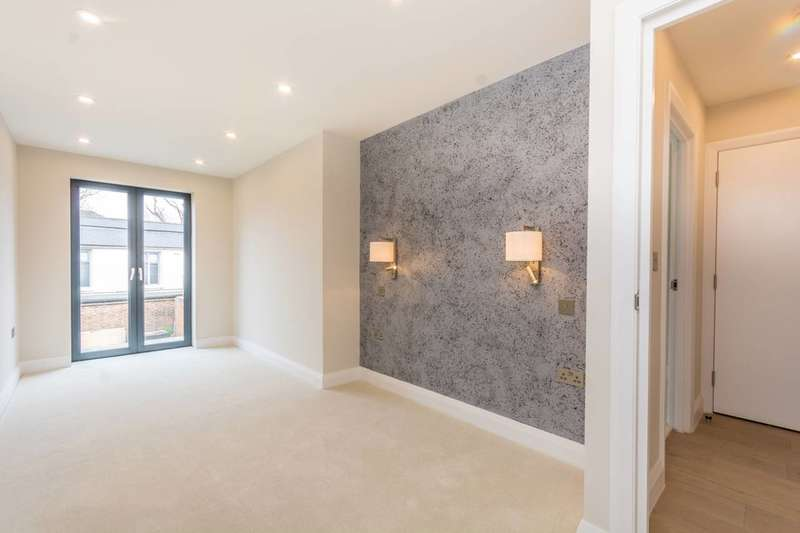 2 Bedrooms Flat for sale in Hornsey Road, Holloway, N7