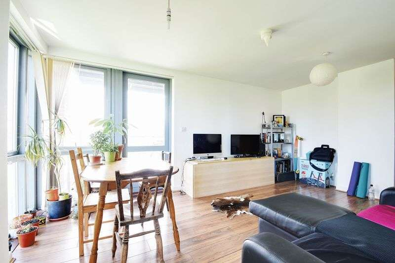 2 Bedrooms Flat for sale in 149 Southwold Road, Hackney