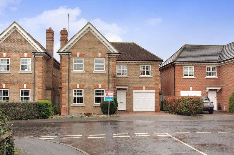 4 Bedrooms Detached House for sale in Romford, RM1