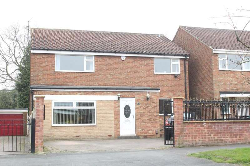 4 Bedrooms Detached House for sale in Whinmoor Crescent, Leeds, LS14