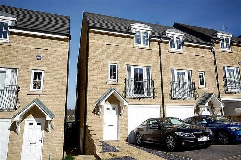 3 Bedrooms Town House for sale in Bramling Cross Court, Fountain Head Village, Halifax, HX2