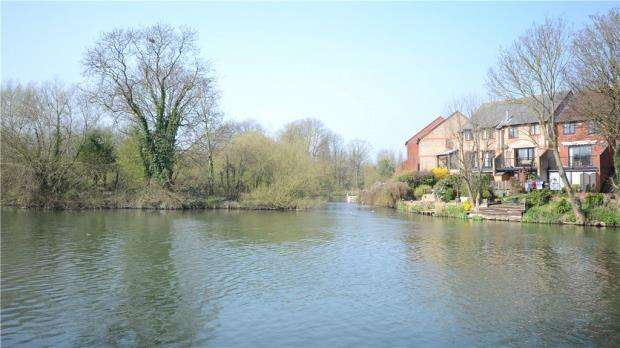 4 Bedrooms Terraced House for sale in Heron Island, Caversham, Reading