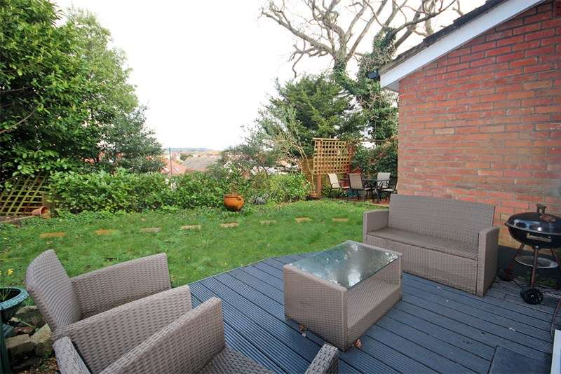 2 Bedrooms Ground Flat for sale in Belle Vue Crescent, Bournemouth