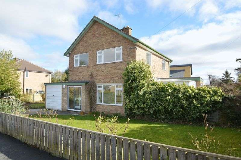 3 Bedrooms Detached House for sale in Castle Howard Drive, Malton