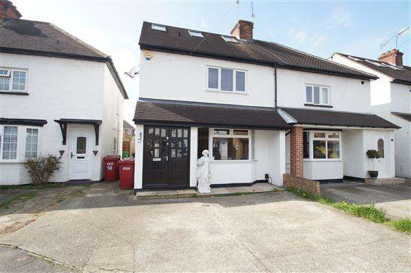 4 Bedrooms Semi Detached House for sale in Hinton Road, Cippenham, Slough