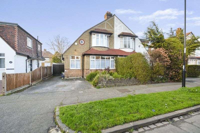 3 Bedrooms Property for sale in Stoneleigh Park Avenue, Croydon