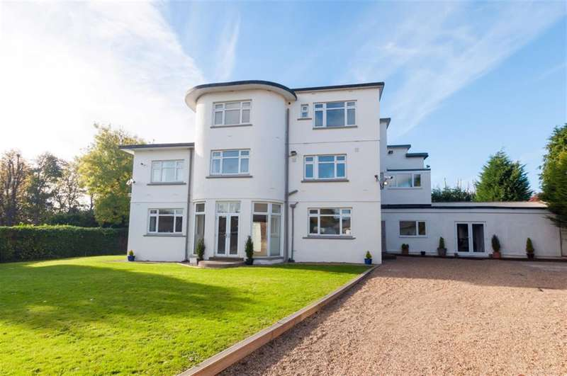5 Bedrooms Detached House for sale in Grange Close, Hall Lane, Horsforth, LS18