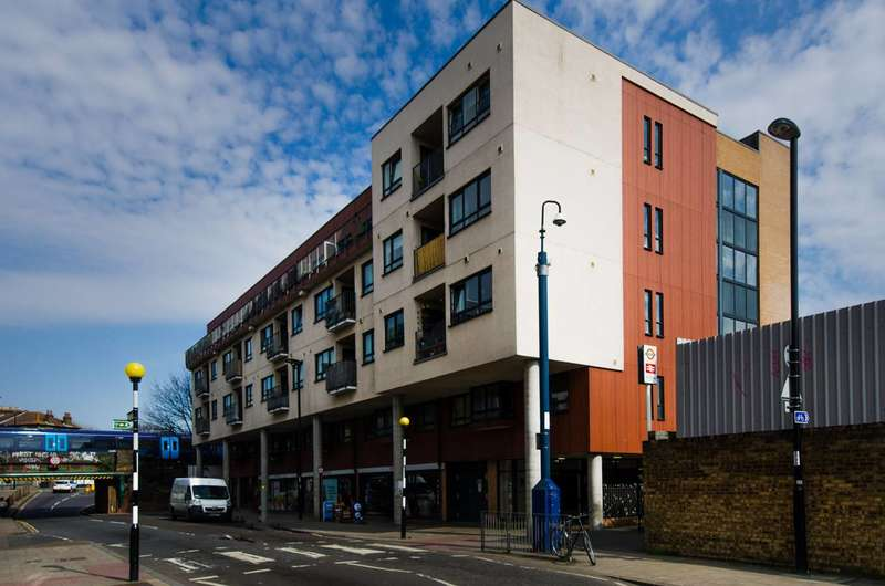 2 Bedrooms Flat for sale in Mantle Road, Brockley, SE4