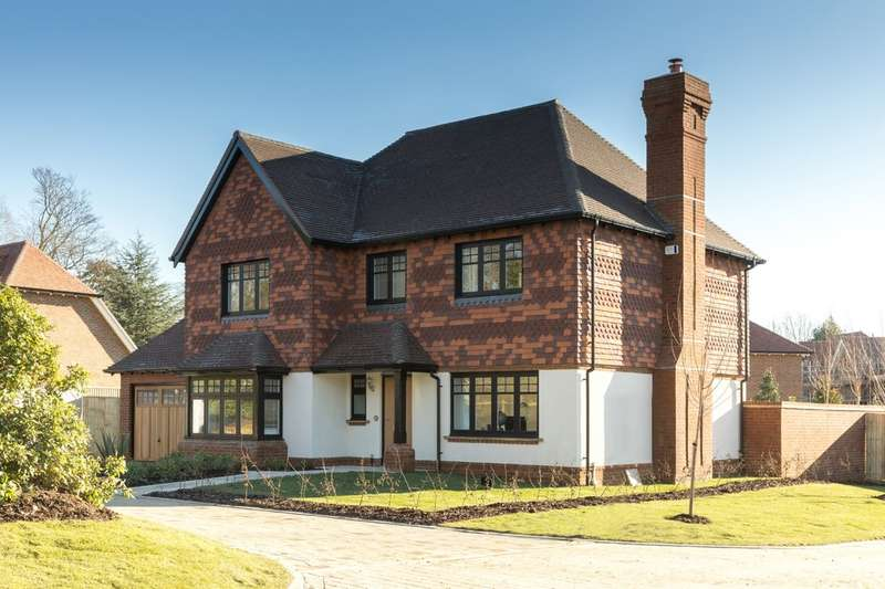 4 Bedrooms Detached House for sale in Knights Park, Godstone