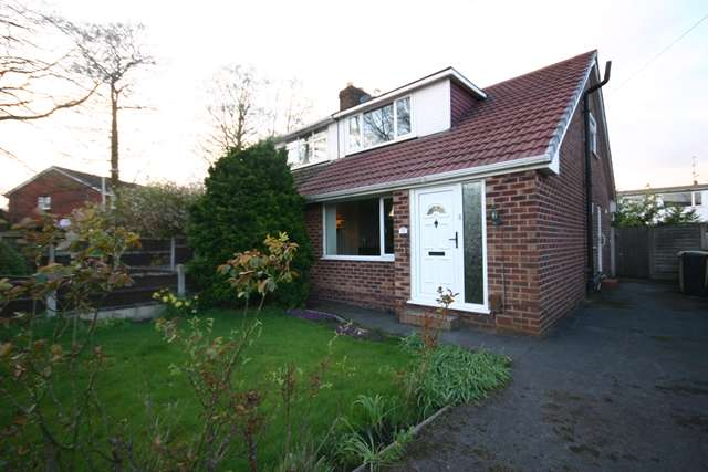 2 Bedrooms Semi Detached Bungalow for sale in West Grove, Westhoughton, BL5