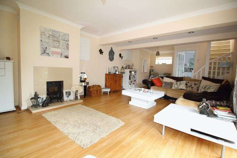 3 Bedrooms Detached House for sale in CATERHAM VALLEY