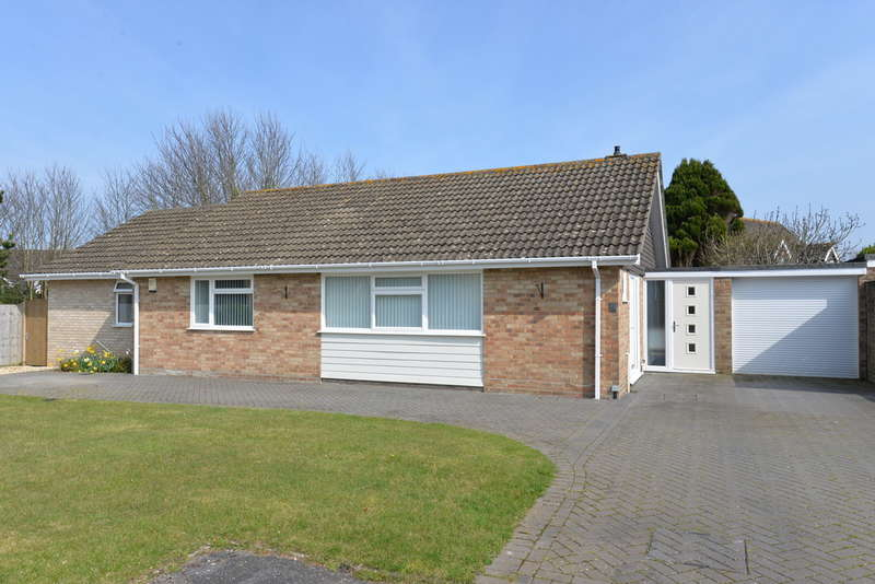 3 Bedrooms Detached House for sale in Wendover Close, Barton on Sea