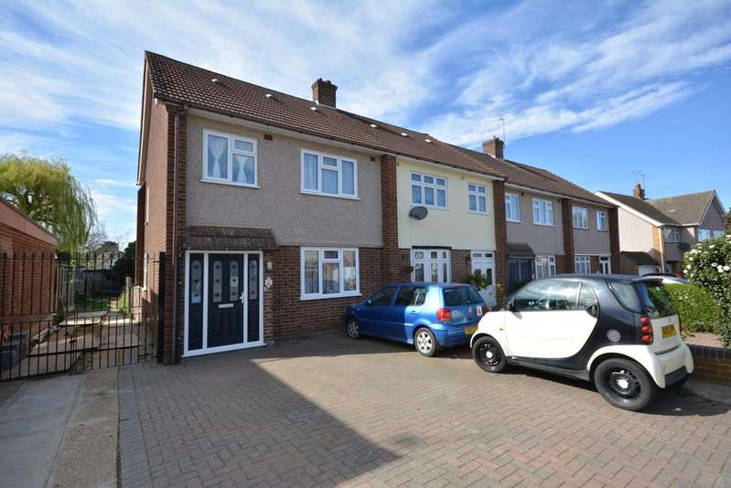 3 Bedrooms Semi Detached House for sale in Rutland Drive, Hornchurch RM11