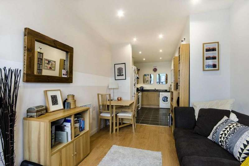 1 Bedroom Flat for sale in Oak Square, Brixton, SW9