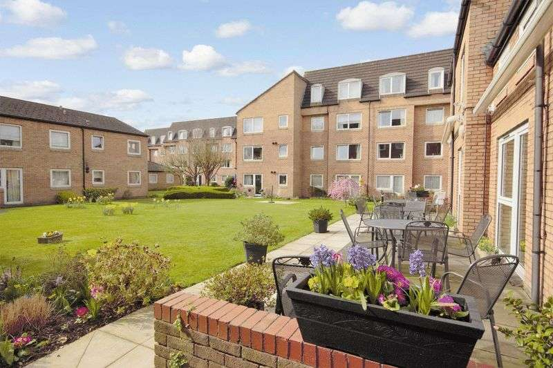 1 Bedroom Retirement Property for sale in Homebeech House Phase I, Woking, GU22 7XF