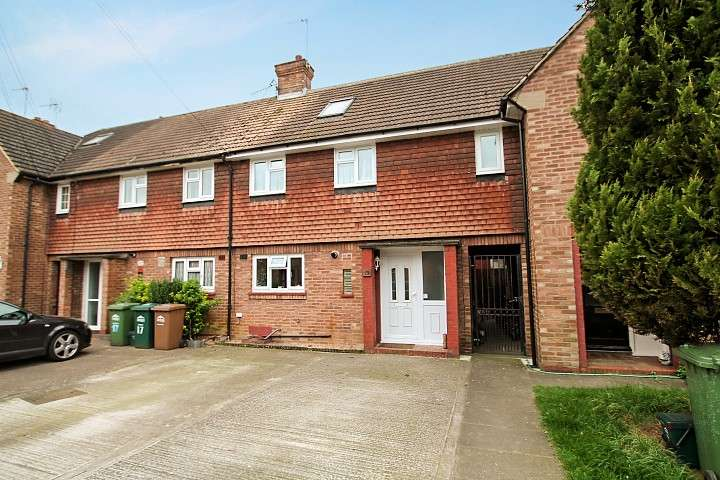 3 Bedrooms Terraced House for sale in Charles Road, Laleham, TW18