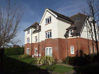 2 Bedrooms Flat for sale in Ashley, New Milton, Hampshire