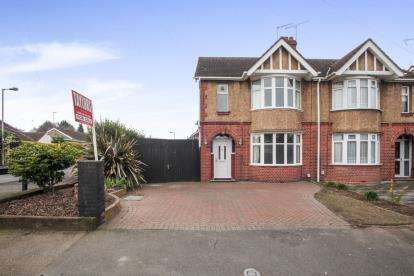 3 Bedrooms Semi Detached House for sale in The Avenue, Luton, Bedfordshire, Leagrave
