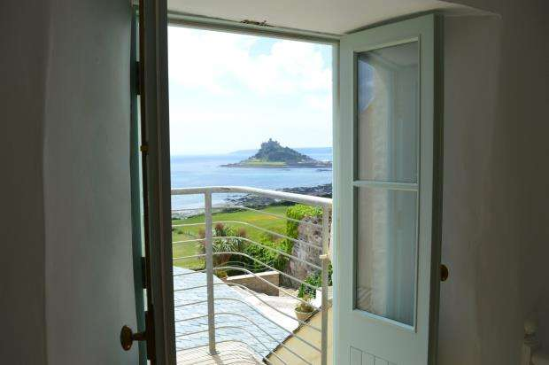 3 Bedrooms Semi Detached House for sale in Turnpike Road, Marazion, Cornwall