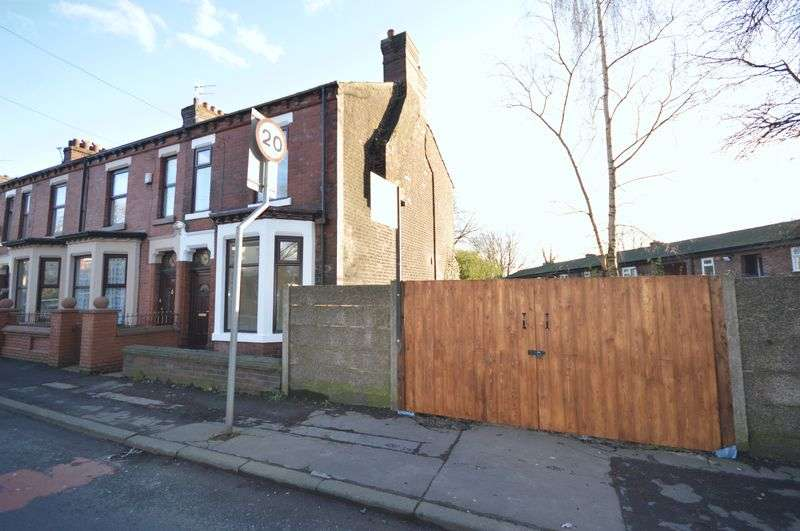 3 Bedrooms Terraced House for sale in Droylsden Road, Manchester
