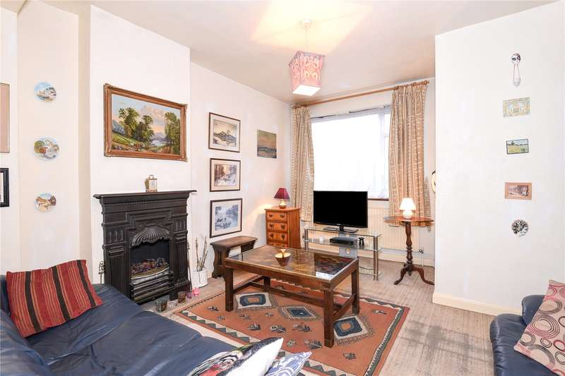 3 Bedrooms Semi Detached House for sale in Hitherwell Drive, Harrow, Middlesex, HA3