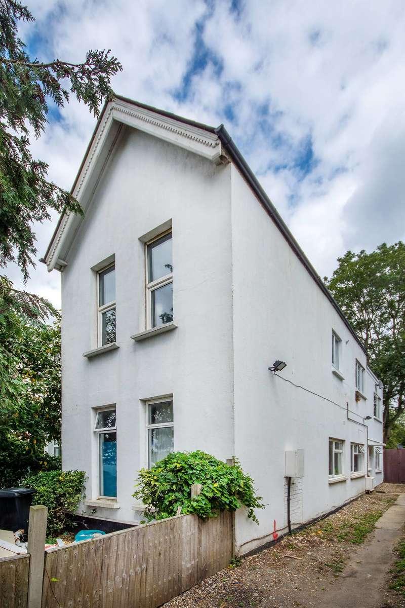 2 Bedrooms Flat for sale in Estreham Road, Streatham Common, SW16