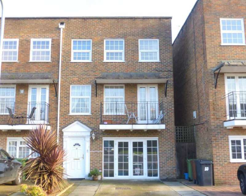 3 Bedrooms Town House for sale in Cavendish Crescent, Elstree