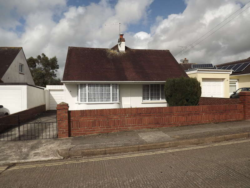 2 Bedrooms Detached Bungalow for sale in Rougemont Avenue, Shiphay, Torquay