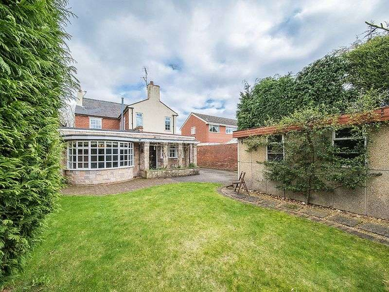 3 Bedrooms Semi Detached House for sale in Cot Lane, Kingswinford