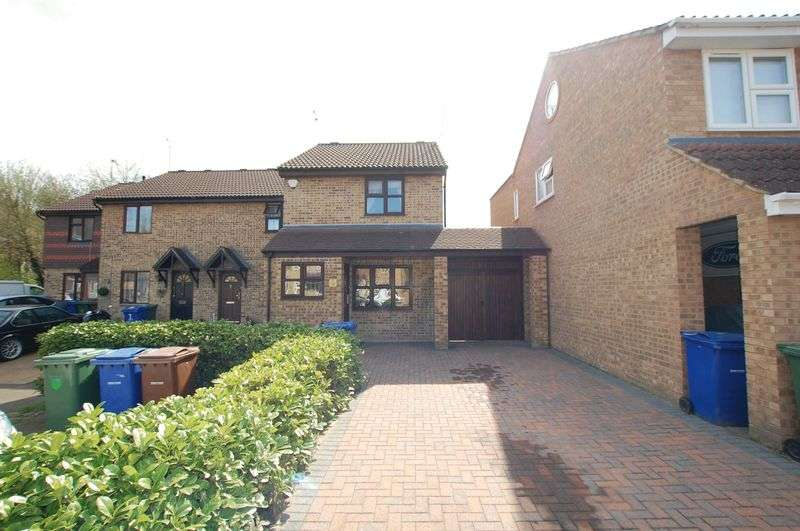 3 Bedrooms Terraced House for sale in Badgers Dene, Grays