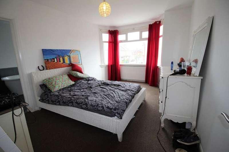 2 Bedrooms Maisonette Flat for sale in Glendale Gardens, Leigh On Sea