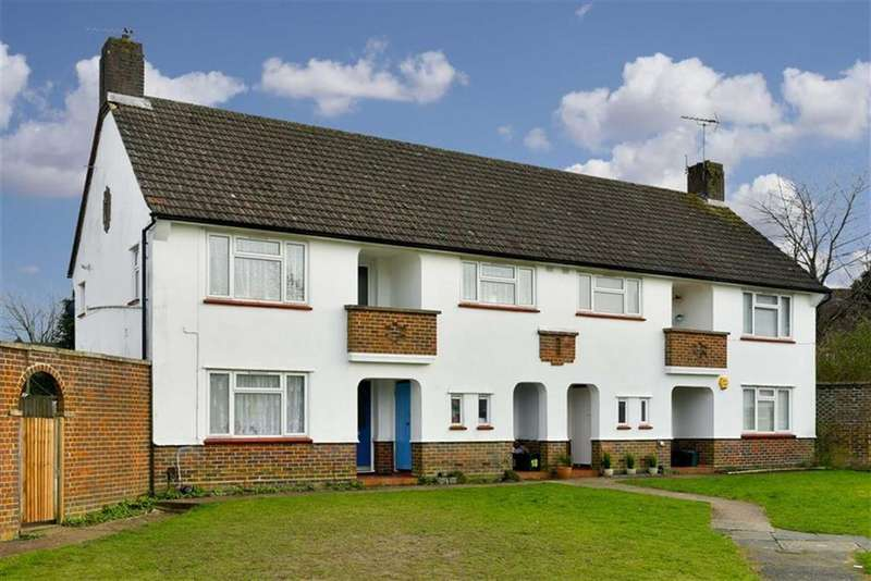 2 Bedrooms Maisonette Flat for sale in Chapel Grove, Epsom Downs, Surrey