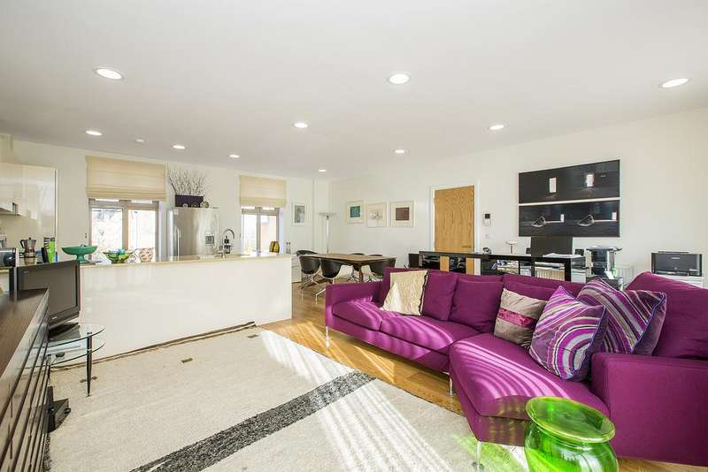 3 Bedrooms Flat for sale in Strathblaine Road, SW11