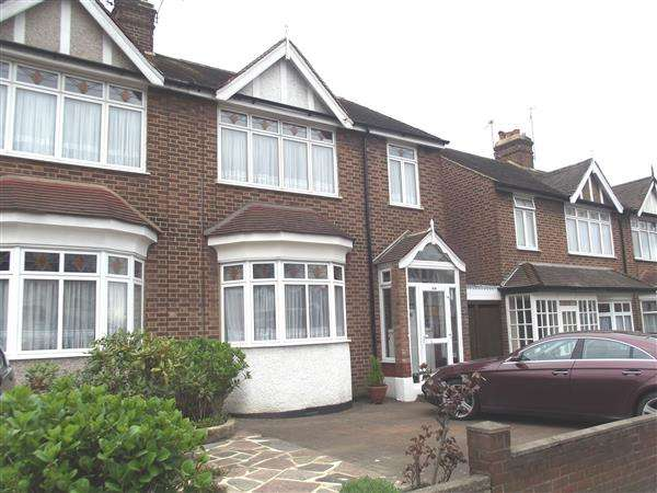 3 Bedrooms Semi Detached House for sale in Larkshall Road, Highams Park