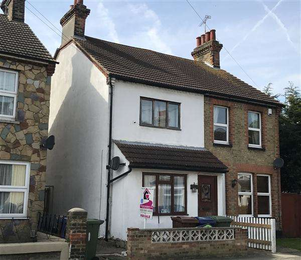 3 Bedrooms Semi Detached House for sale in Fetherston Road, Stanford-Le-Hope