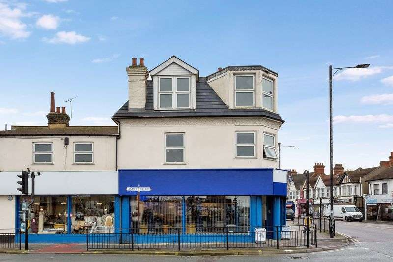 3 Bedrooms Flat for sale in London Road, Westcliff-On-Sea