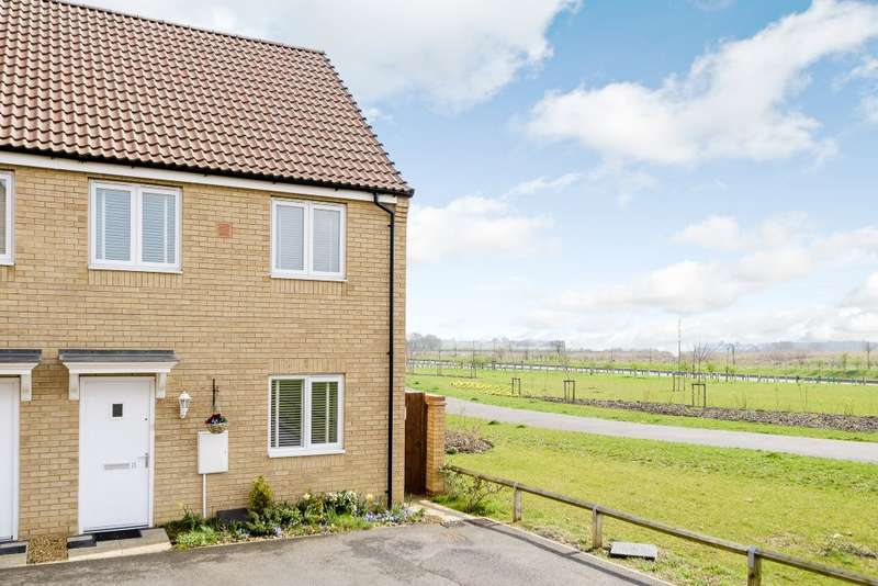 3 Bedrooms Semi Detached House for sale in Flora close, Peterborough, Cambridgeshire, PE2 8GY