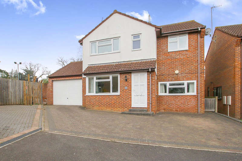 4 Bedrooms Detached House for sale in Feversham Way, Taunton, TA2