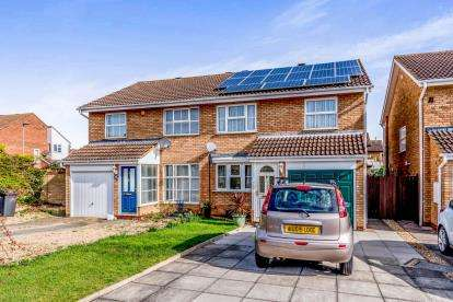 3 Bedrooms Semi Detached House for sale in Hamble Road, Bedford, Bedfordshire, .