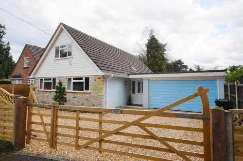 4 Bedrooms Bungalow for sale in The Avenue, West Moors